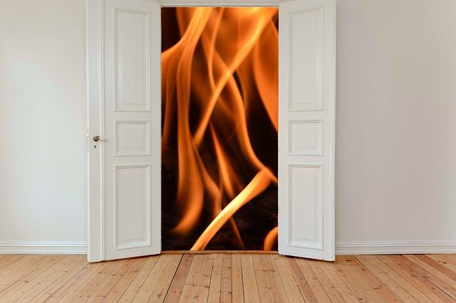 hinged-doors-2759495_640