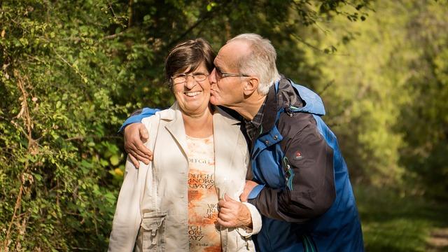 šťastní prarodiče