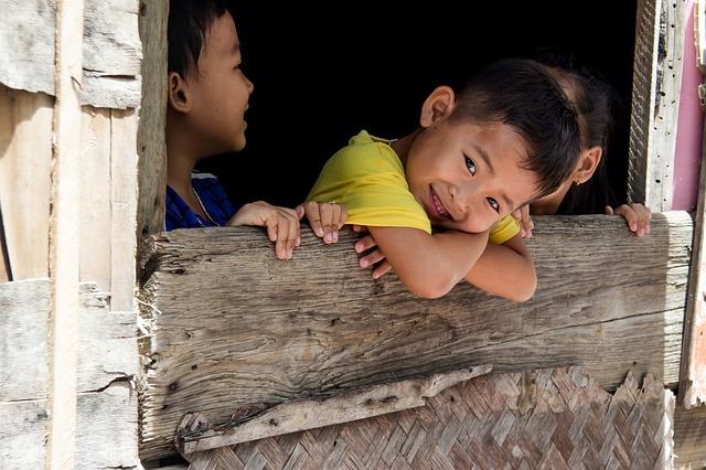 děti v chatrči