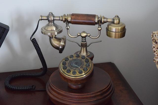 starý telefon